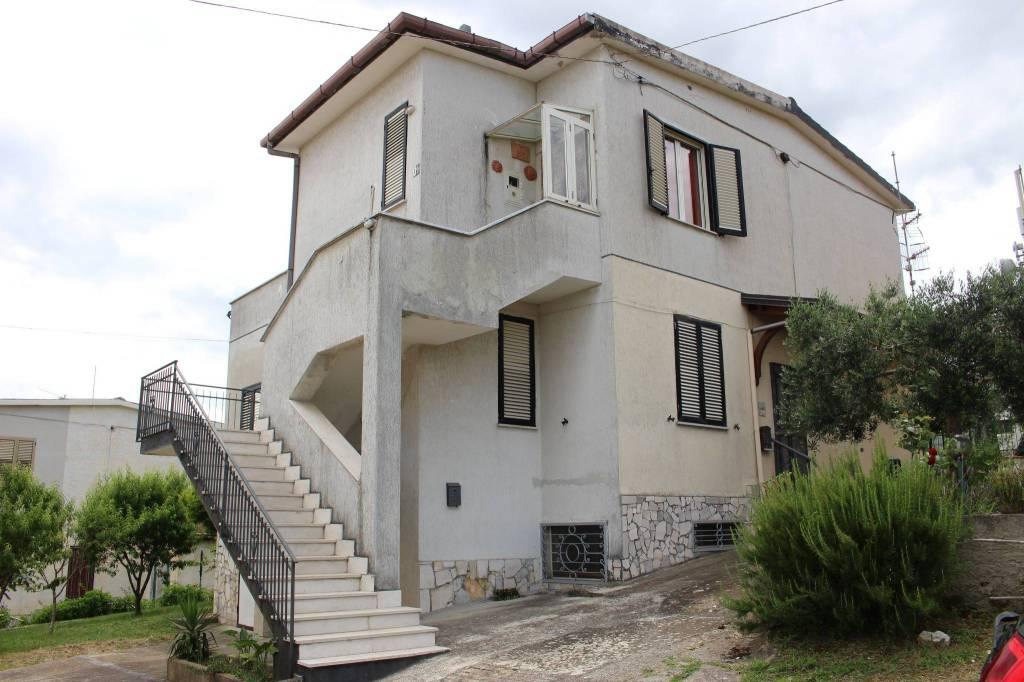 Appartamento in buone condizioni arredato in vendita Rif. 8678092