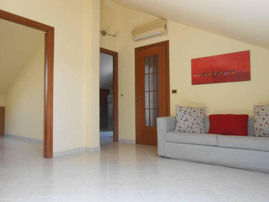 Appartamento in buone condizioni arredato in vendita Rif. 7014308