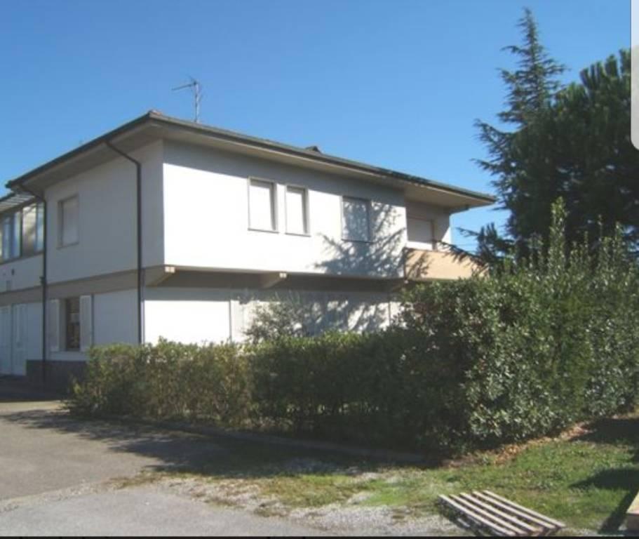 Appartamento in buone condizioni in vendita Rif. 8176122