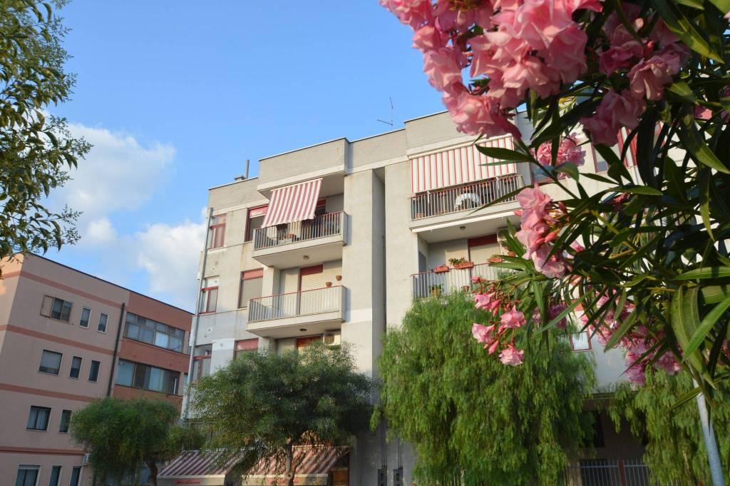 Appartamento in buone condizioni in vendita Rif. 7030082