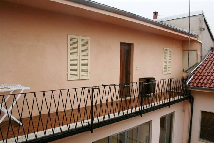 Appartamento in buone condizioni arredato in affitto Rif. 7027326