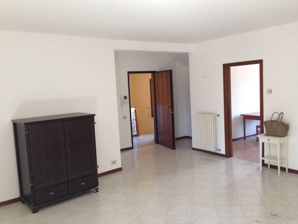 Appartamento in ottime condizioni parzialmente arredato in affitto Rif. 7029078