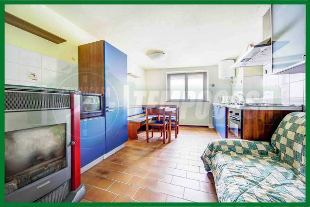 Appartamento in buone condizioni in vendita Rif. 7027734