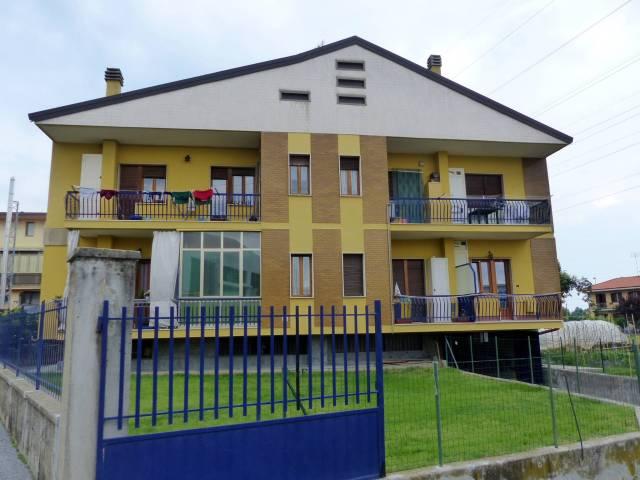 Appartamento in buone condizioni in affitto Rif. 7034112