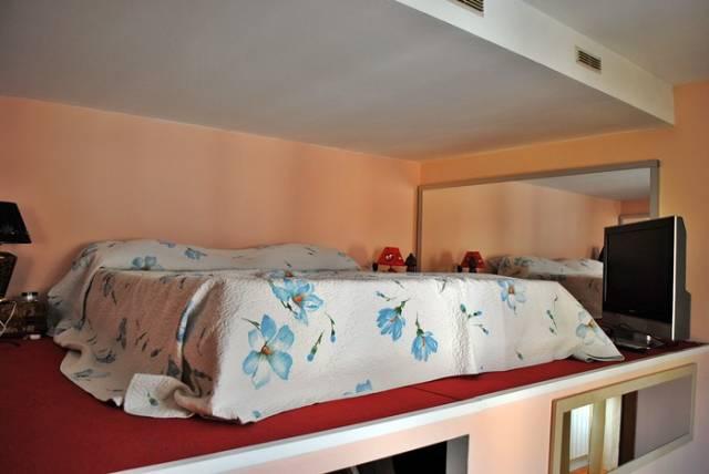 Appartamento in ottime condizioni arredato in vendita Rif. 7032236