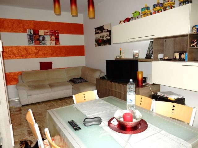 Appartamento in ottime condizioni in vendita Rif. 7030763
