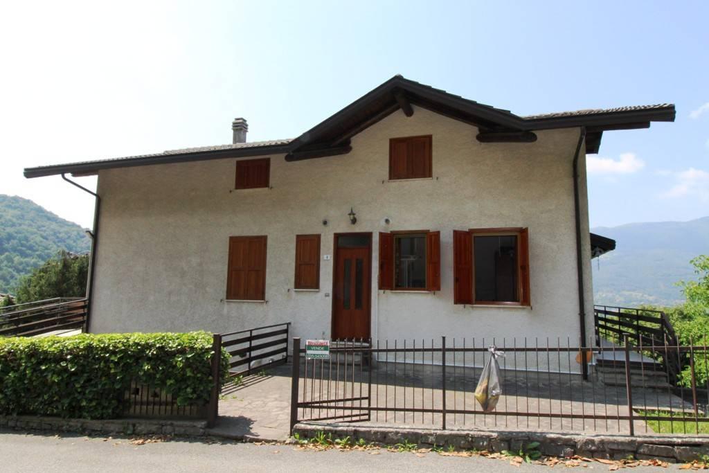 Appartamento in ottime condizioni arredato in vendita Rif. 7028246