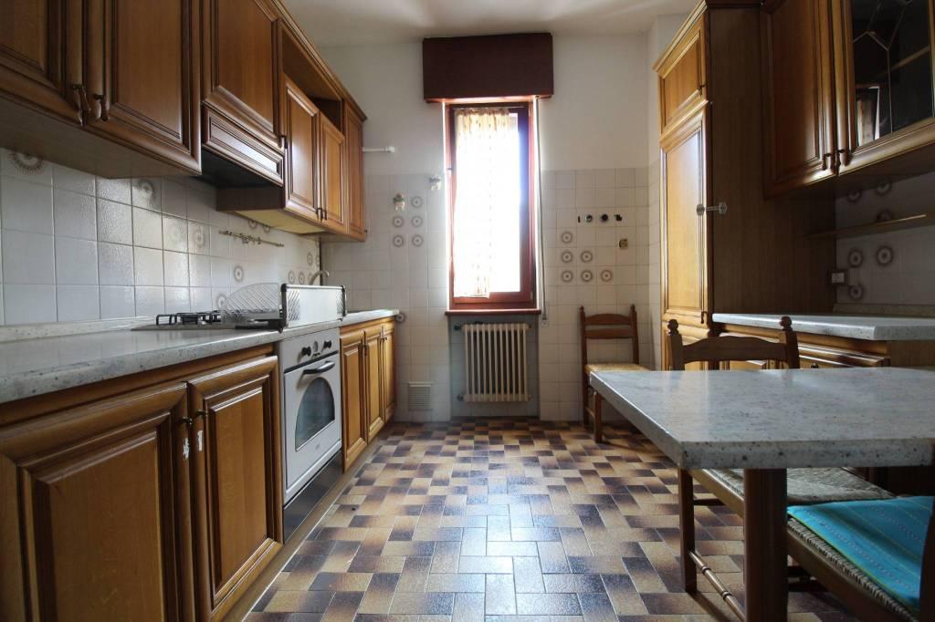 Appartamento in buone condizioni parzialmente arredato in vendita Rif. 9137838