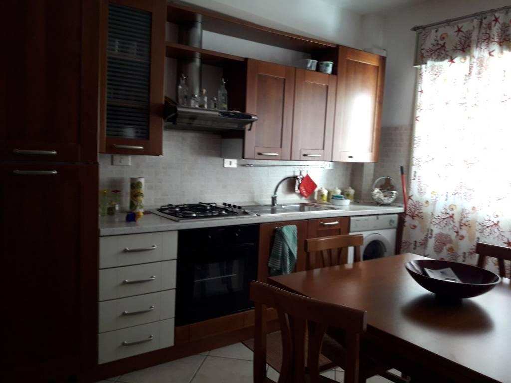 Appartamento in buone condizioni in vendita Rif. 7028663