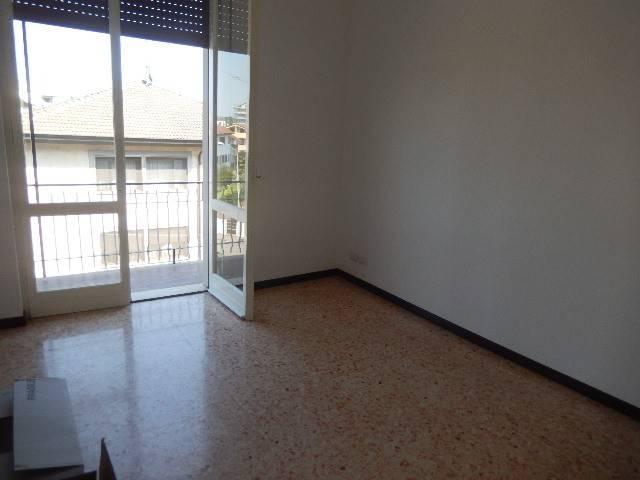 Appartamento in buone condizioni in affitto Rif. 7028165