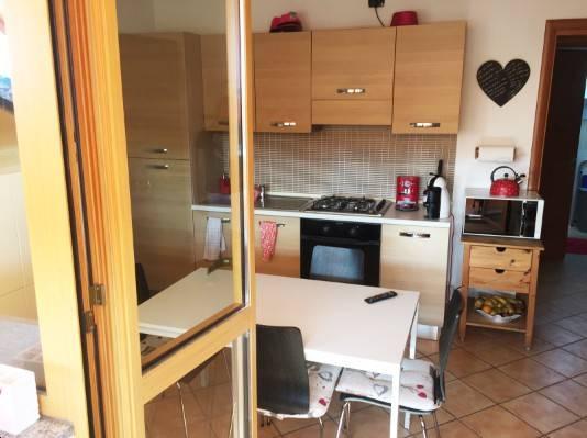 Appartamento in buone condizioni arredato in affitto Rif. 6931837