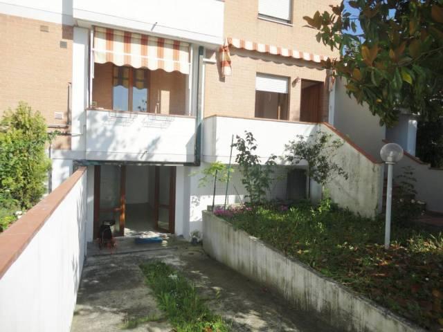 Appartamento in buone condizioni in vendita Rif. 6946573