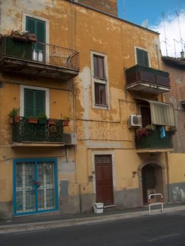 Appartamento in buone condizioni in vendita Rif. 7046896