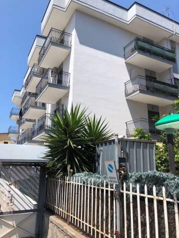 Appartamento in buone condizioni in vendita Rif. 7040881