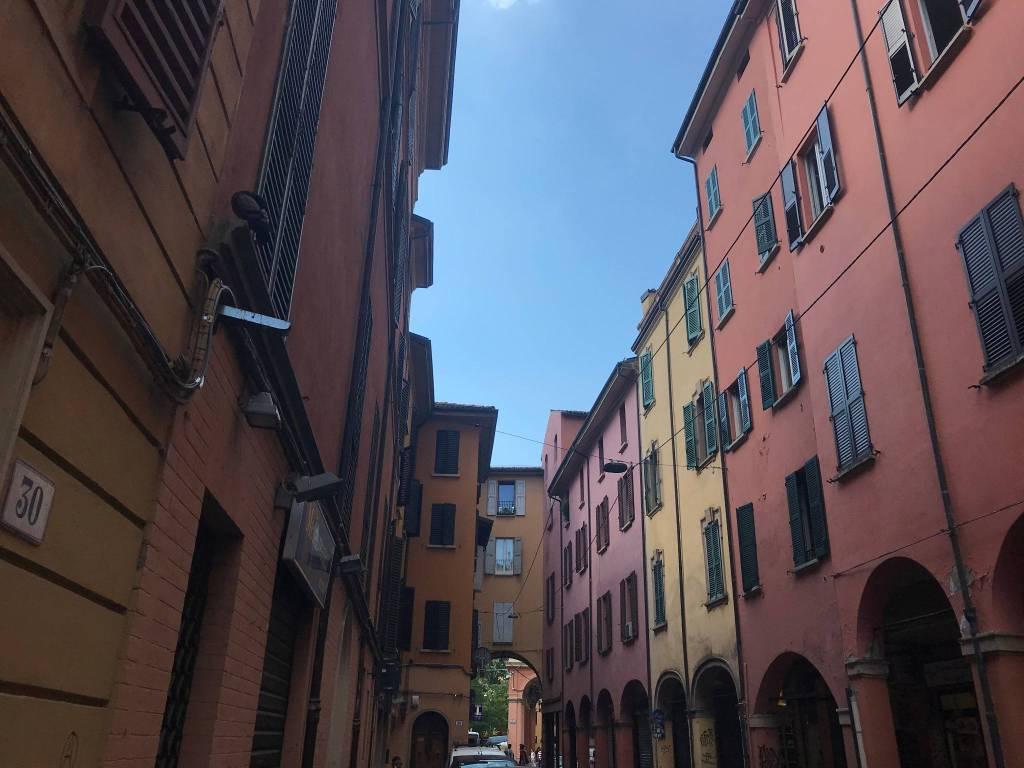 Foto 1 di Quadrilocale via Giuseppe Petroni, Bologna (zona San Vitale - Massarenti)