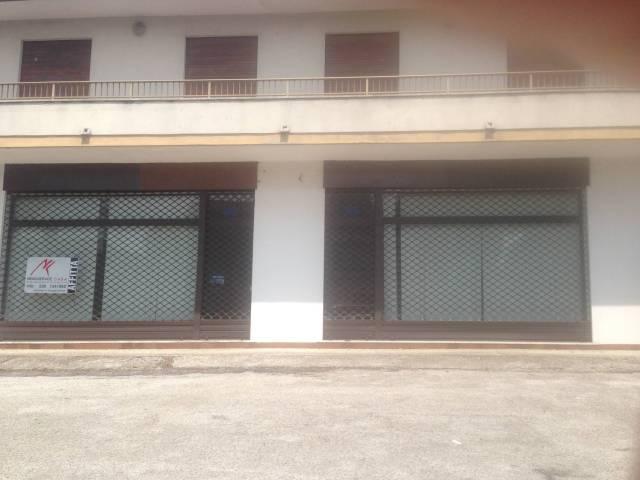 Sant'Angelo di Piove di Sacco negozio con vetrine e parchegg Rif. 7044703