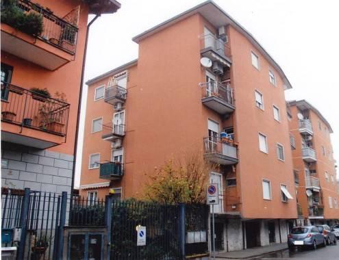 Appartamento in buone condizioni in vendita Rif. 9241232