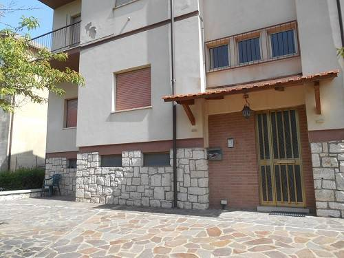 Appartamento in buone condizioni parzialmente arredato in vendita Rif. 7043122