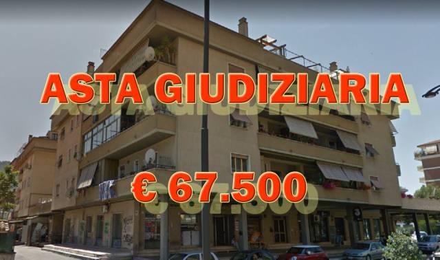 Appartamento in buone condizioni in vendita Rif. 7042503
