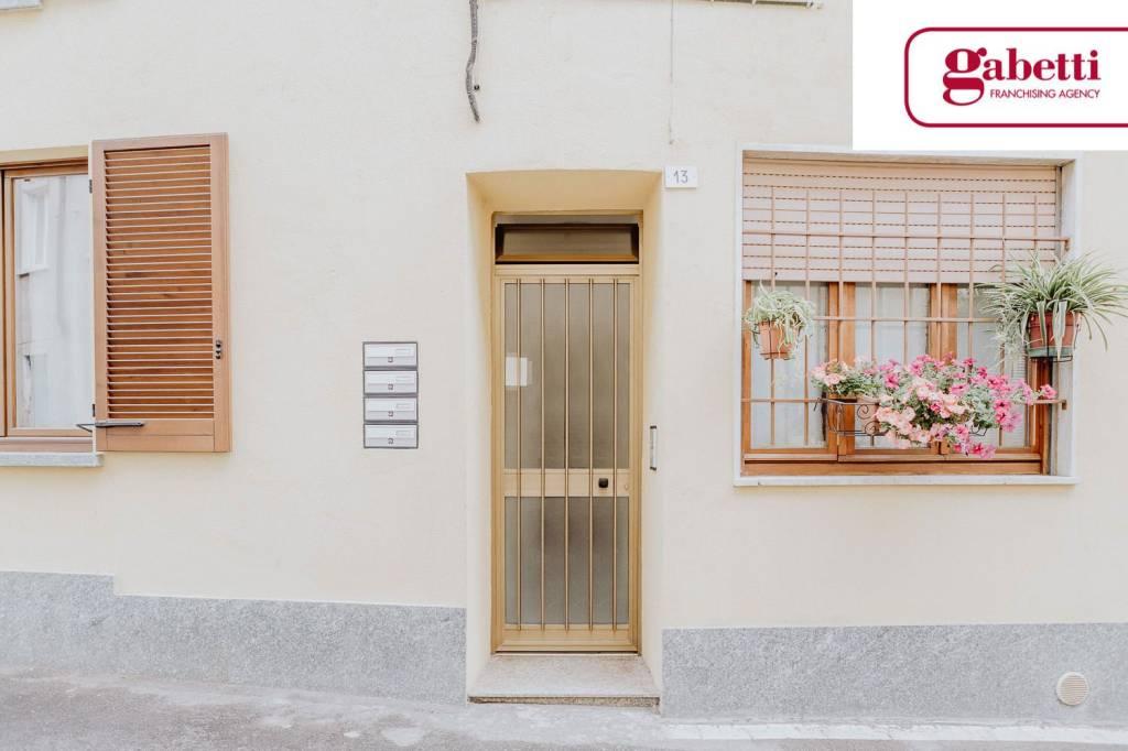 Appartamento in buone condizioni parzialmente arredato in vendita Rif. 7041943