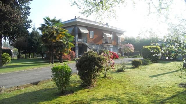 Villa in vendita a Fontaneto d'Agogna, 6 locali, prezzo € 350.000 | CambioCasa.it