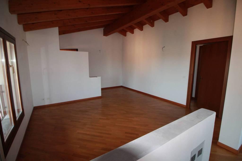 Appartamento in ottime condizioni in vendita Rif. 7040538