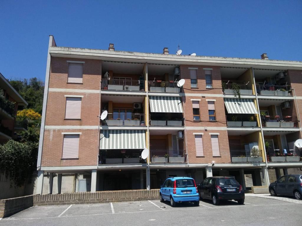 Appartamento in buone condizioni parzialmente arredato in vendita Rif. 8107691