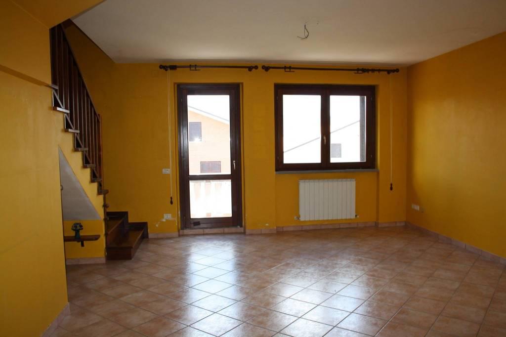 Appartamento in buone condizioni in vendita Rif. 8396305