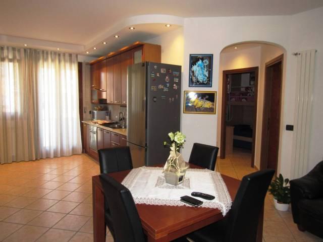 Appartamento in ottime condizioni parzialmente arredato in vendita Rif. 7040427