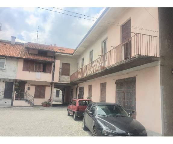 Appartamento in buone condizioni in vendita Rif. 7043899