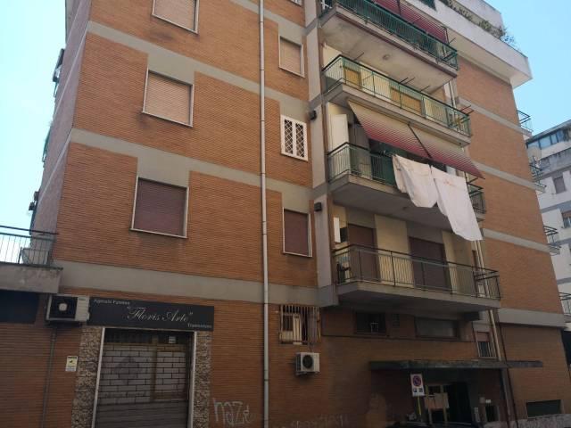 Appartamento in buone condizioni arredato in affitto Rif. 7040179