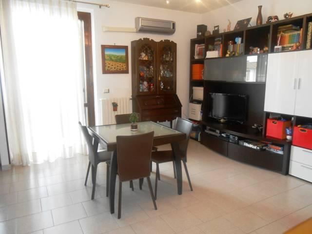 Appartamento in buone condizioni parzialmente arredato in vendita Rif. 7055984