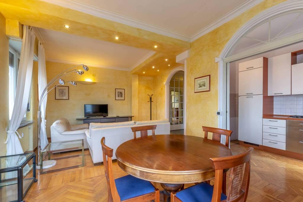 Immagine immobiliare A Torino in Via Valeggio angolo Via Lamarmora, in un elegante palazzo storico ottimamente mantenuto con ascensore e portineria, affittiamo appartamento arredato di 120 m² con terrazzino situato al 5° piano in posizione angolare....