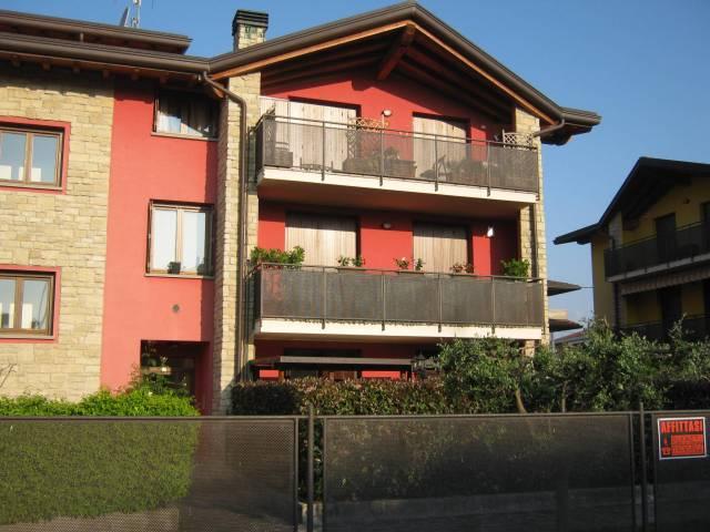 Appartamento in buone condizioni arredato in affitto Rif. 7058907