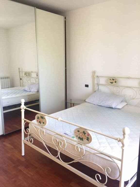 Appartamento in buone condizioni arredato in vendita Rif. 7062035