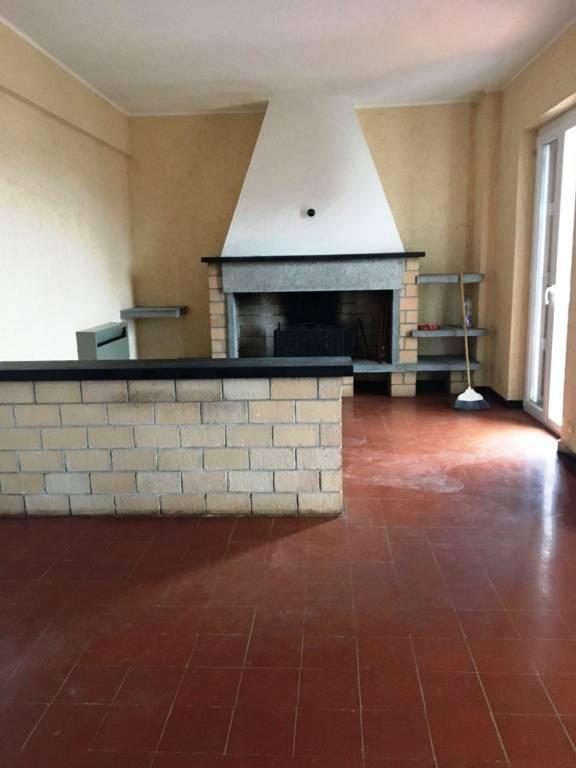 Appartamento da ristrutturare in vendita Rif. 7056249