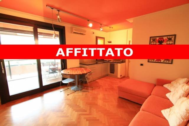 Appartamento in ottime condizioni arredato in affitto Rif. 6947804