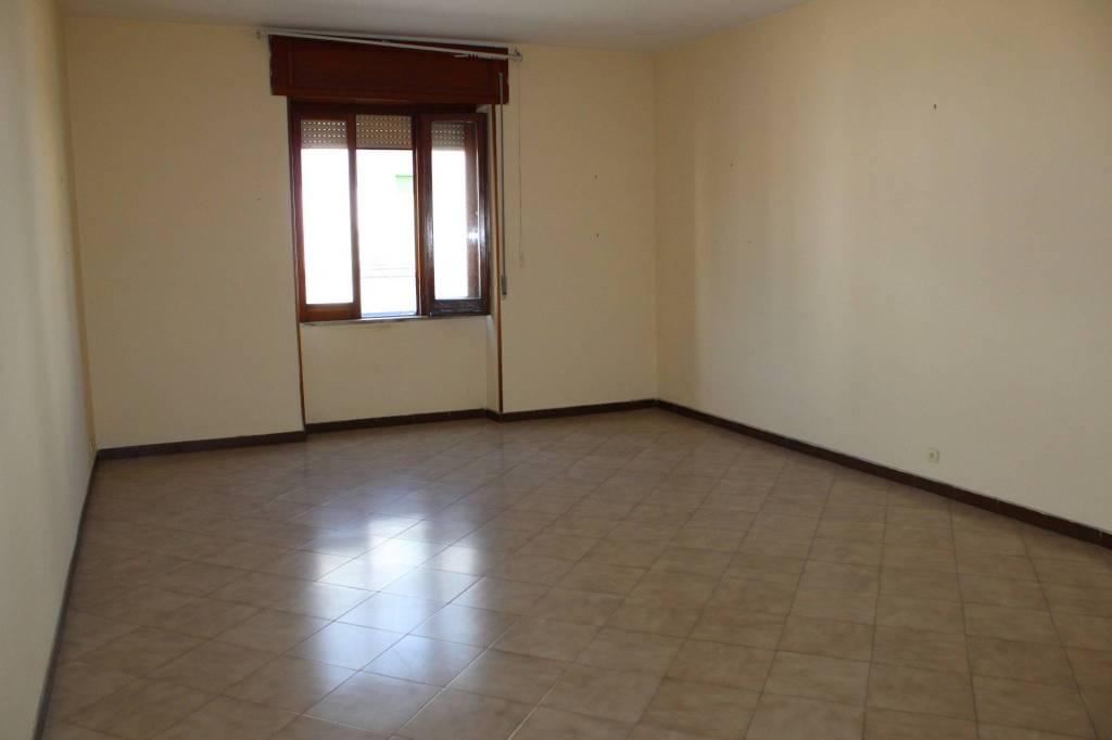Appartamento in buone condizioni in affitto Rif. 7060915