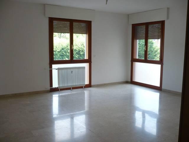 Appartamento in ottime condizioni parzialmente arredato in affitto Rif. 7059493