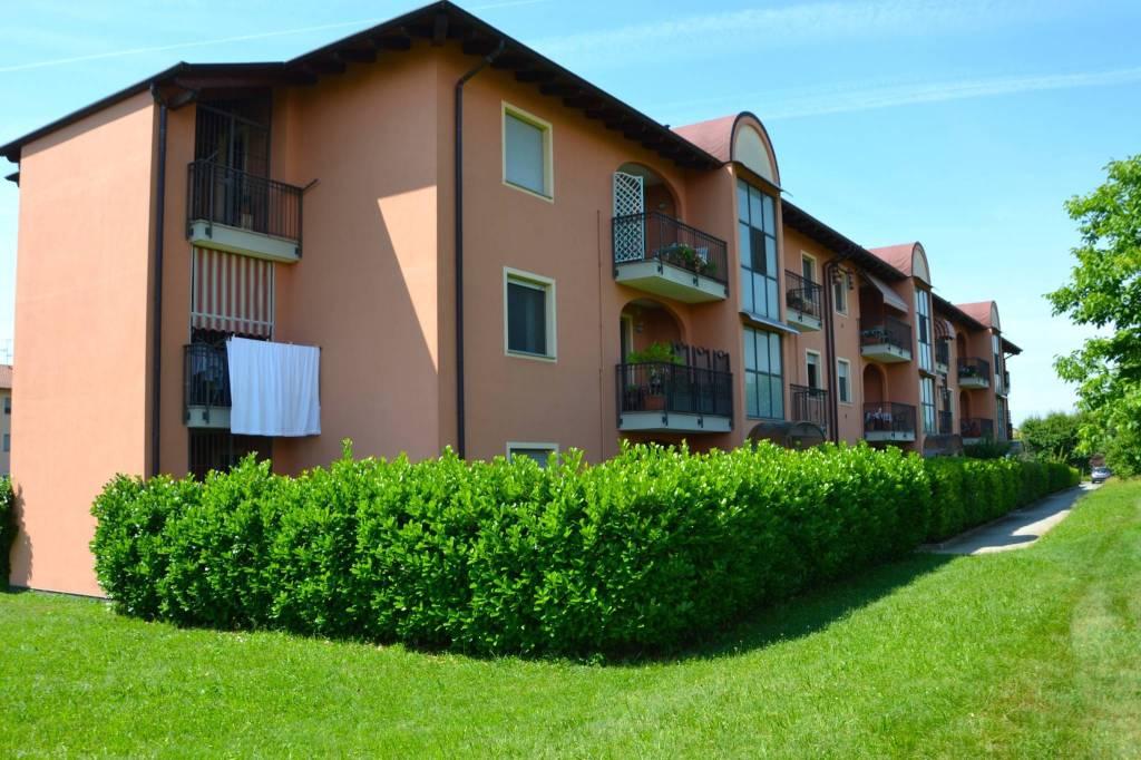 Appartamento in ottime condizioni in vendita Rif. 7060163