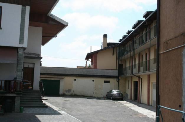 Appartamento in buone condizioni in vendita Rif. 7062711