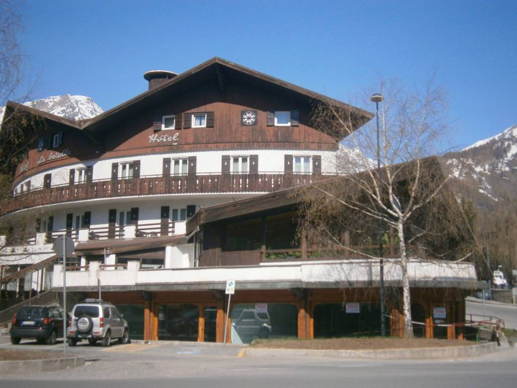 BARDONECCHIA LOCALE COMMERCIALE PLURIVETRINATO CENTRALISSIMO Rif. 9483669