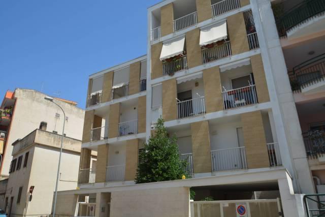 Appartamento in buone condizioni in vendita Rif. 7070199