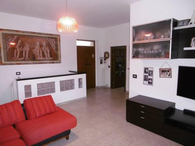 Appartamento in buone condizioni parzialmente arredato in vendita Rif. 7069121