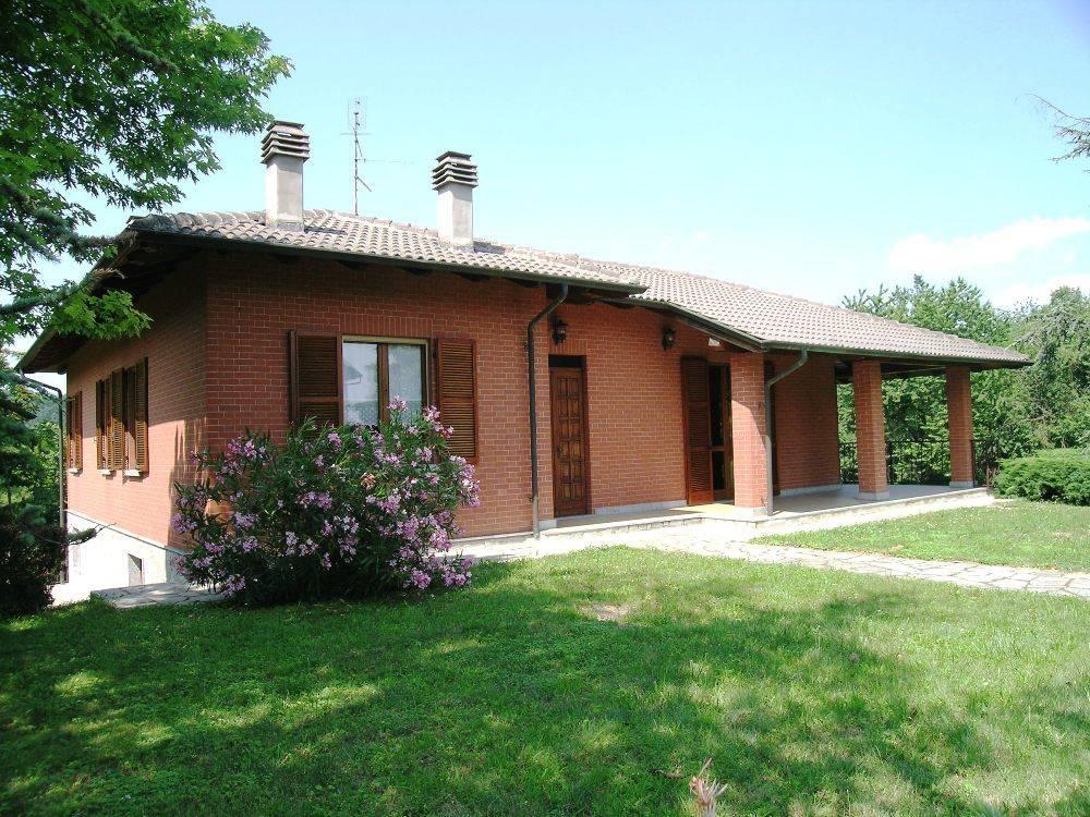Villa in vendita a Ponzano Monferrato, 5 locali, prezzo € 180.000   CambioCasa.it