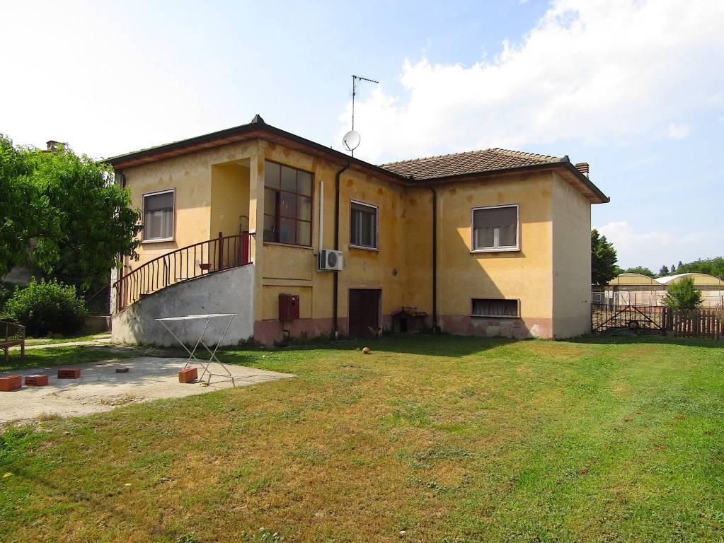 Villa in vendita a Voghera, 4 locali, prezzo € 98.000 | CambioCasa.it