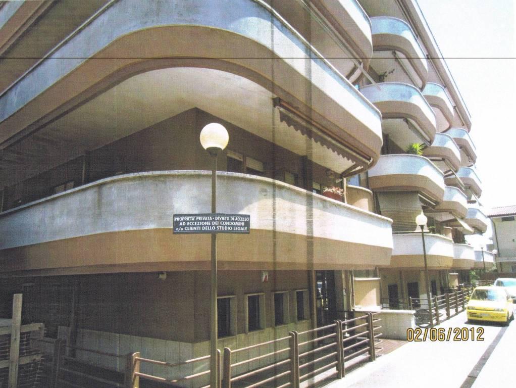 Appartamento in buone condizioni in vendita Rif. 7068953