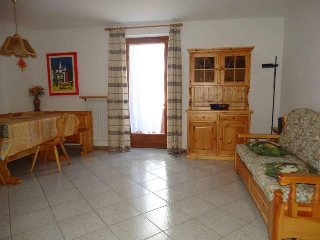 Appartamento in buone condizioni parzialmente arredato in vendita Rif. 7071036