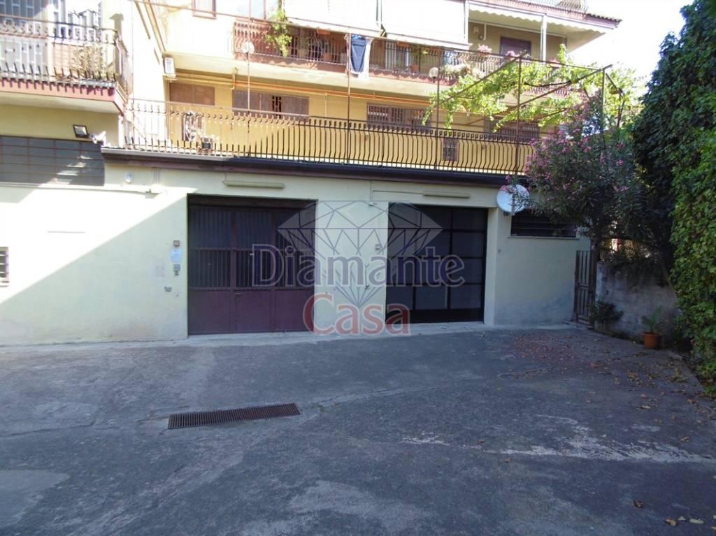 Magazzino in Affitto a Aci Castello Periferia:  5 locali, 350 mq  - Foto 1