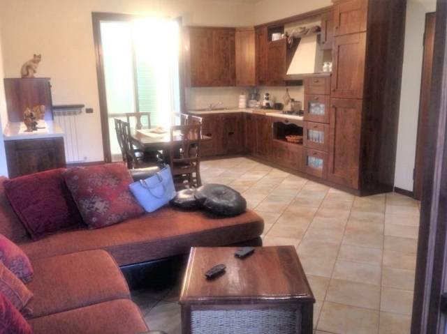 Appartamento in buone condizioni parzialmente arredato in vendita Rif. 7069622